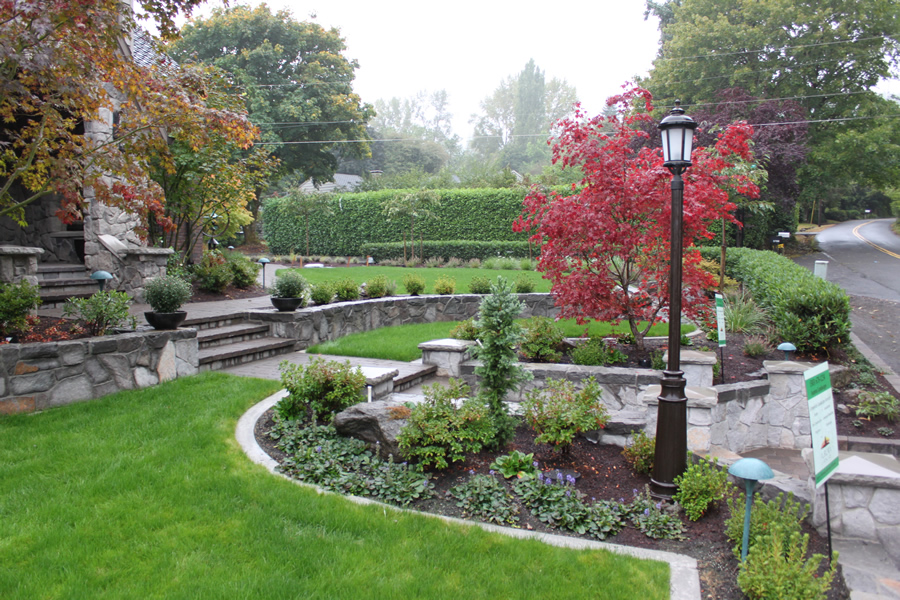 example of a yard that has good residential landscape maintenance